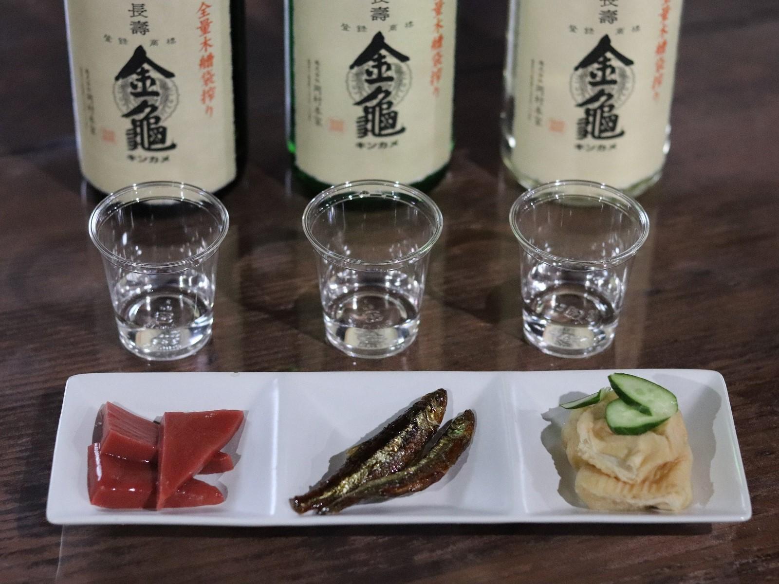 金亀酒蔵での飲み比べ(イメージ)